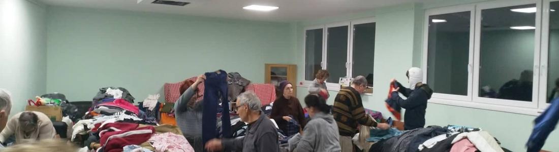 Uitdelen kleding en goederen in Subotica